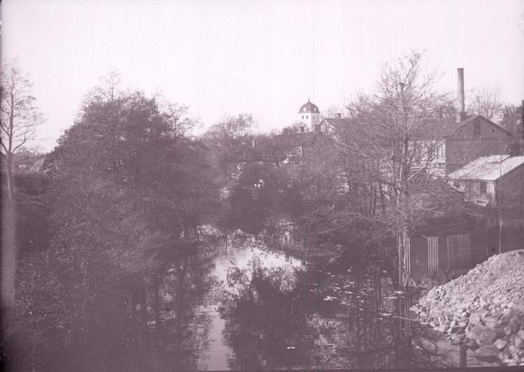 """Enligt text som medföljde bilden: """"Uddevalla, Utsikt vid vattenfallet. Okt 05."""""""