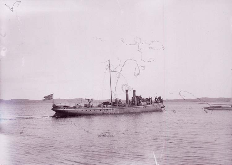 """Enligt text som medföljde bilden: """"Torpedbåten nr. 2. Aug. 07."""""""