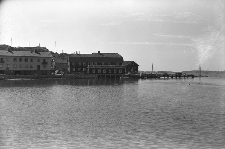 """Enligt fotografens noteringar: """"Från utflykten Morlanda. Ellös. 1953."""""""