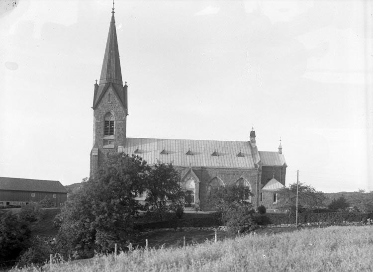 """Enligt fotogrsfens noteringar: """"Troligen Bokenäs kyrka."""""""