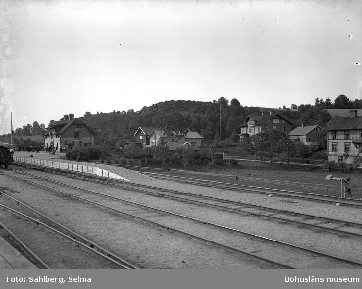 """Enligt medföljande noteringar: """"Munkedals Järnvägsstation Munkedal."""""""