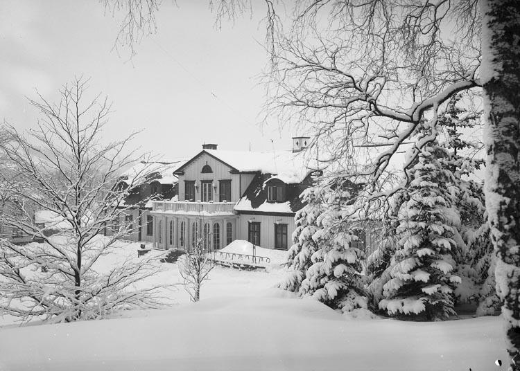 """Text som medföljde bilden: """"1937. 5. Herrgården i snöskrud."""""""
