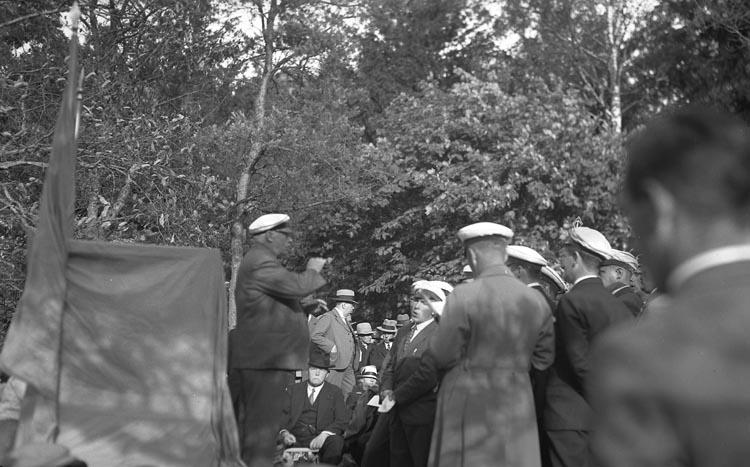 """Enligt fotografens noteringar: """"Kungälv. 1934 d. 28 Juli. A. Amiral Lindman på besök i Kungälv 1934."""""""
