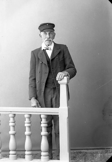 "Enligt fotografens journal nr 2 1909-1915: ""Andersson, J. Tored, Jörlanda""."
