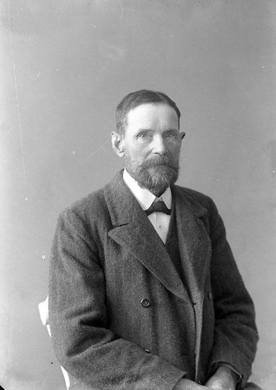 """Enligt fotografens journal nr 3 1916-1917: """"Svensson, Martin Groteröd Här""""."""