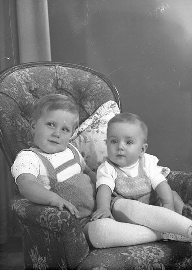 """Enligt fotografens journal nr 8 1951-1957: """"Berntsson, Fru Ruth Högenorum Här""""."""