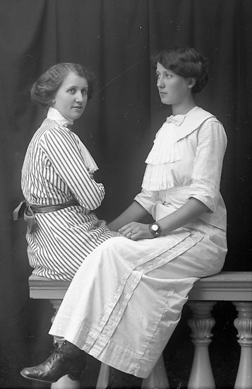 """Enligt fotografens journal Lyckorna 1909-1918: """"Alexandersson, Fr. Lyckorna"""". Enligt fotografens notering: """"Hildur Alexandersson, Lyckorna""""."""