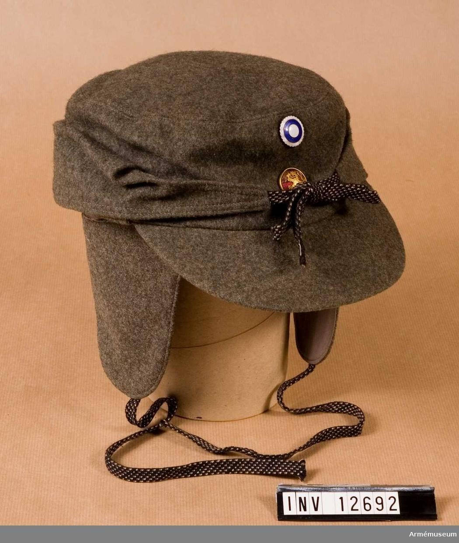 Grupp C I. Mössa fm/1941, skid-. Buren under finska vinterkriget. Modell av svensk försöksmodell/1941 (vintermössa) med samhörande hätta med öronskydd.