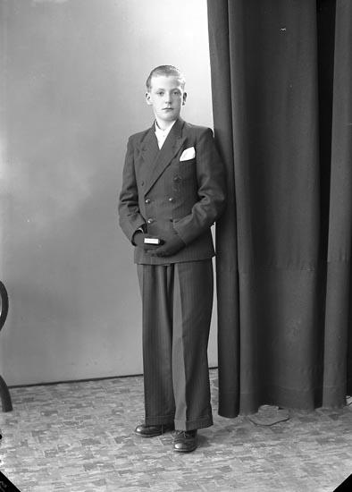 """Enligt fotografens journal nr 6 1930-1943: """"Andersson, Stig Strandnorum Här""""."""