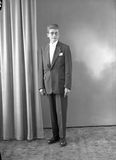 "Enligt fotografens journal nr 8 1951-1957: ""Andersson, Alf Halls Svanesund""."