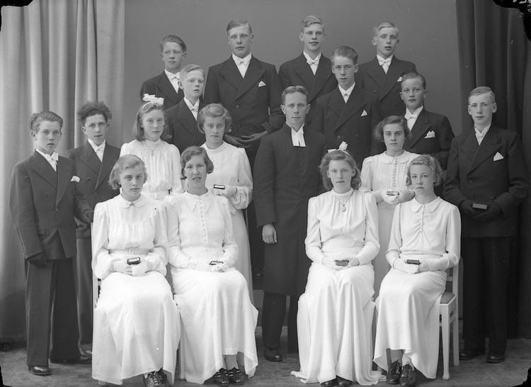 "Enligt fotografens journal nr 6 1930-1943: ""Läsbarnen Norum Pastor Bergman""."