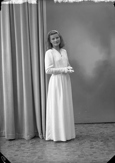 """Enligt fotografens journal nr 7 1944-1950: """"Johansson, Kerstin Här""""."""