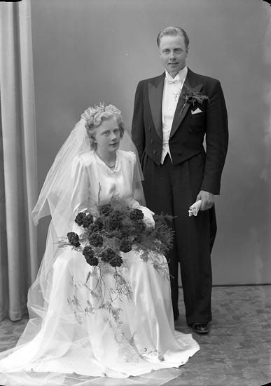"""Enligt fotografens journal nr 7 1944-1950: """"Olausson, Herr Einar Gbgsvägen 96 Sävedalen""""."""
