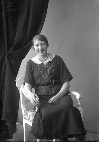 "Enligt fotografens journal nr 4 1918-1922: ""Jacobsson, Ebba Fagerhult, Berg Ödsmål""."