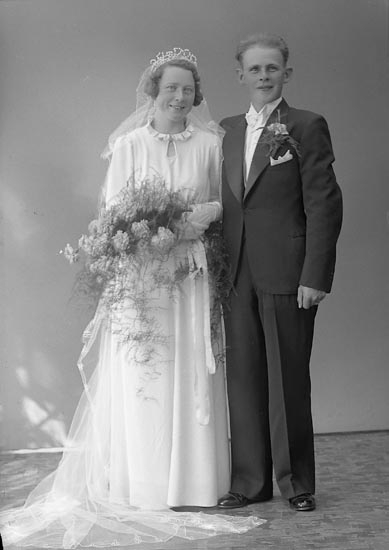 "Enligt fotografens journal nr 6 1930-1943: ""Karlsson, Herr Helge Solhälla, Ödsmål""."
