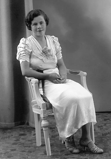 "Enligt fotografens journal nr 6 1930-1943: ""Berntsson, Fr. Betty Angrimseröd, Svanesund""."