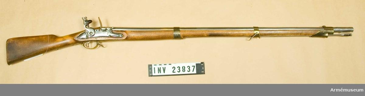 Samhörande nr är 23837-8 gevär, bajonett. Grupp E II b.