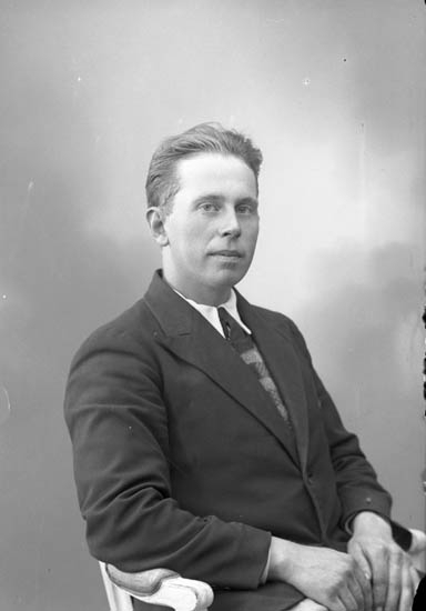 "Enligt fotografens journal nr 6 1930-1943: ""Petrusson, Linus Apleröd, Spekeröd""."