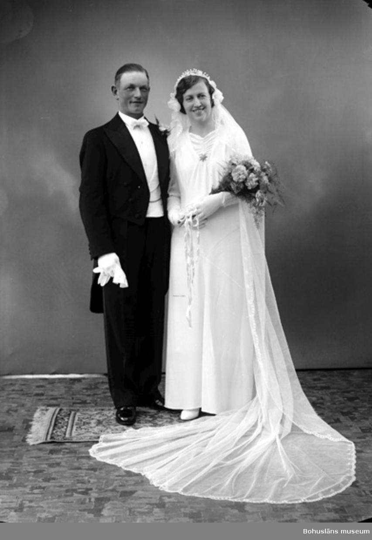 "Enligt fotografens journal nr 6 1930-1943: ""Alfredsson, Erik Stenungsön Här""."