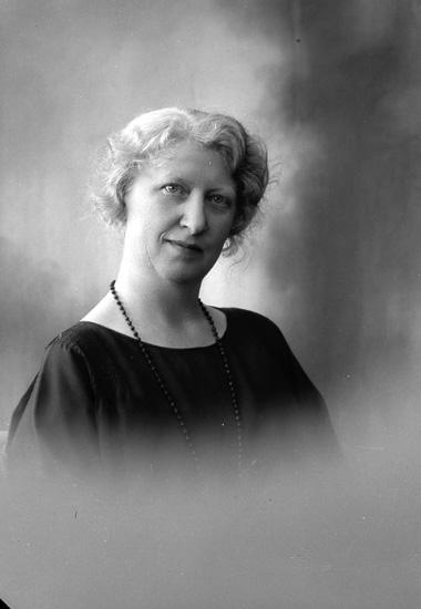 """Enligt fotografens journal nr 5 1923-1929: """"Walthén, Fr. Vendela Sten Stureg. 2 Gbg""""."""
