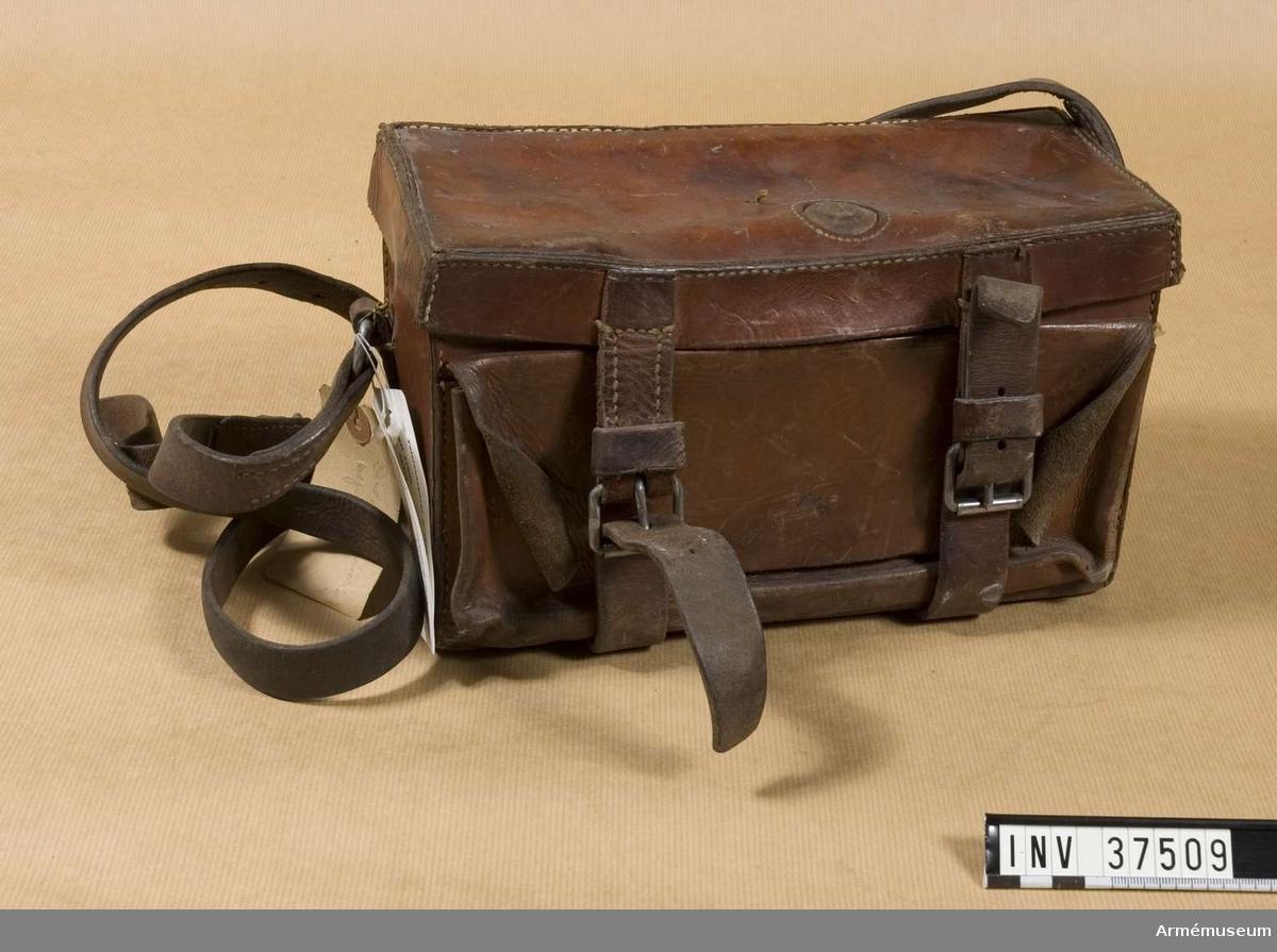 Samhörande nr 37508-9, telefon, väska. Grupp H I.