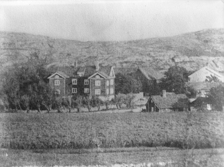 """Enligt fotografens journal nr 6 1930-1943: """"Rehnberg, Fru Alma Strandnorum Här kopia"""". Enligt fotografens notering: """"Strandnorum på 1880-talet. Fru Alma Rehnberg""""."""