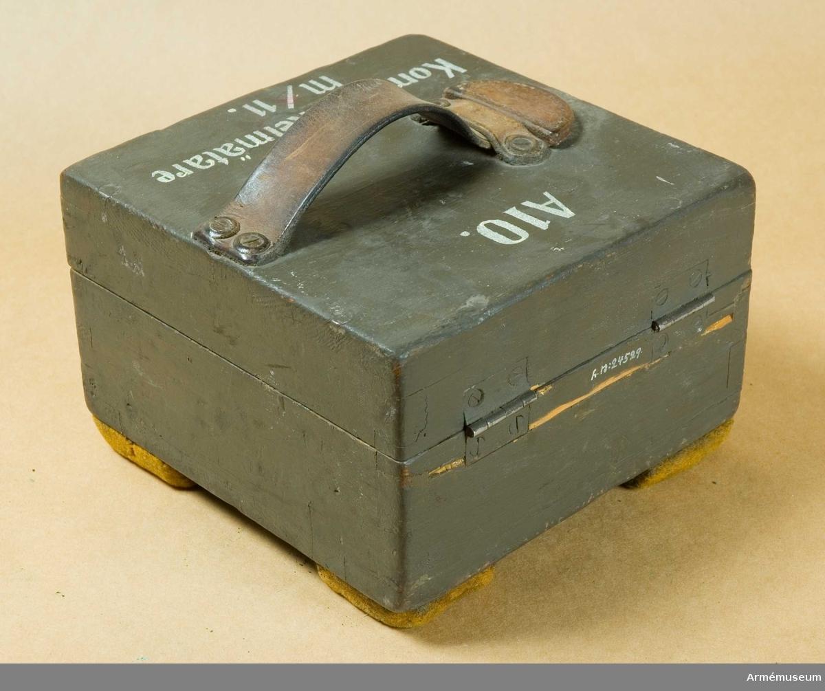 Grupp F III.  Samhörande Stativ.  Modell Cederström. Märkt på gradskivan 10B (10:e batteriet?)