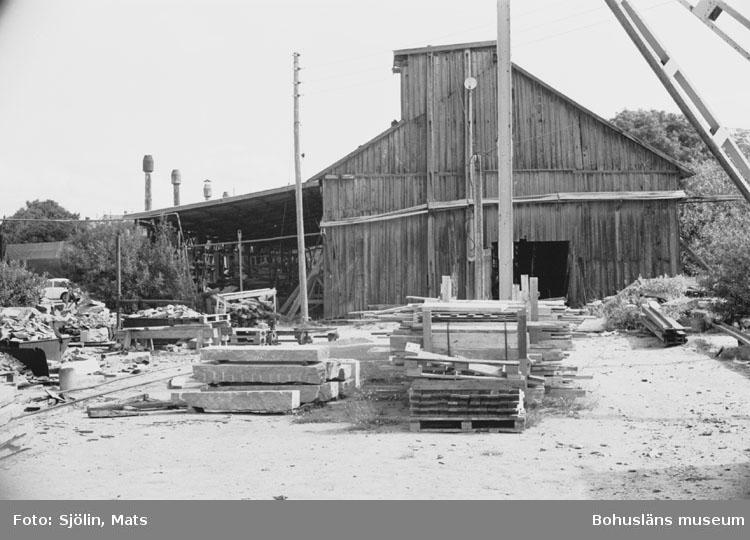 """Bohusläns samhälls- och näringsliv. 2. STENINDUSTRIN. Film: 43  Text som medföljde bilden: """"Utskeppning. Juli 1977."""""""