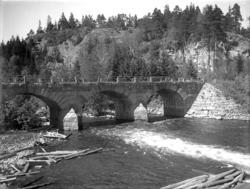 """Enligt noteringar: """"Den nya landsvägsbron över Munkedalsälve"""