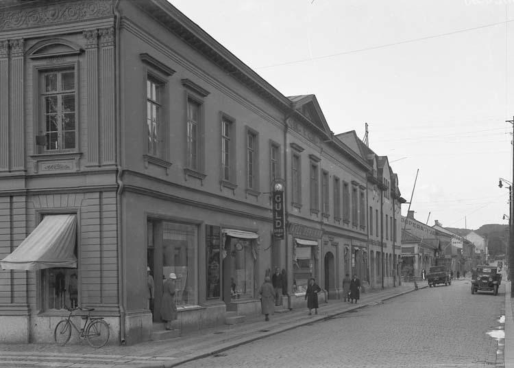 """Uppgift enligt fotografen: """"Uddevalla. Norra Drottningsgatan västra sidan."""""""