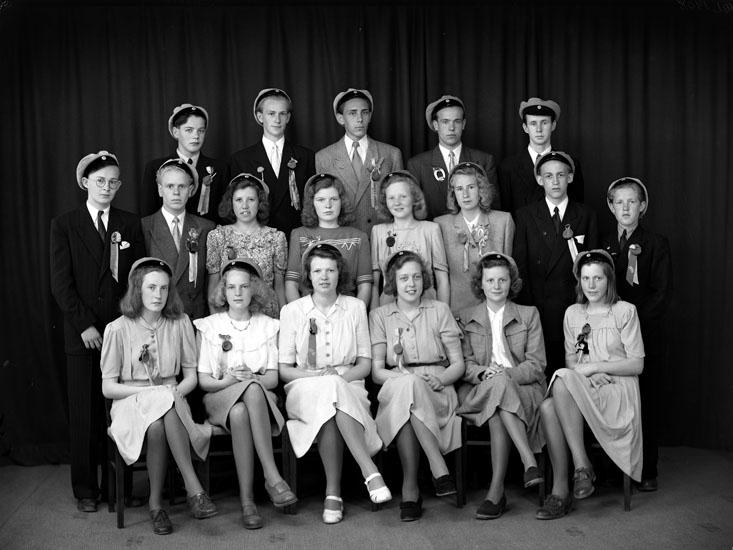 """Uppgift enligt fotografen: """"Uddevalla. Gruppfoto. Realex. 4 4 or, Läroverket""""."""
