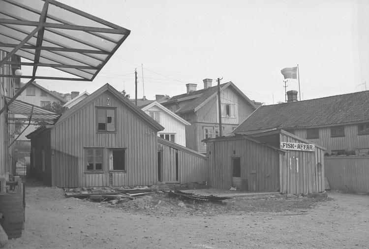 """Text till bilden: """"Evald Luckey. Gammalt hus. 1948.09.11"""""""