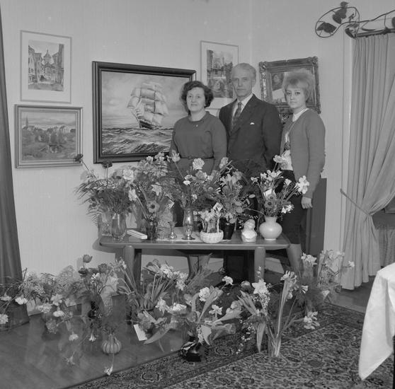 """Text till bilden: """"Fru Svensson, Landsvägsgatan 81. 50 år. 1961.02.10"""""""