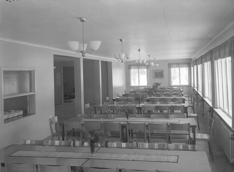 """Text till bilden:""""Matsalen i västkustens ungdomsskola""""."""