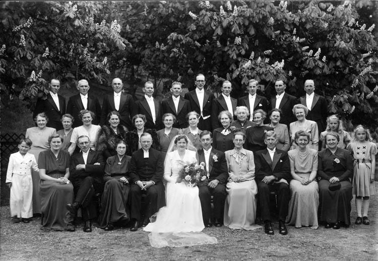"""Text till bilden:""""Bröllop""""."""
