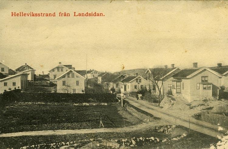 Notering på kortet: Helleviksstrand från Landsidan. Hälsning från sommarfästen å Hellevikstrand den 30 Juni 1912.