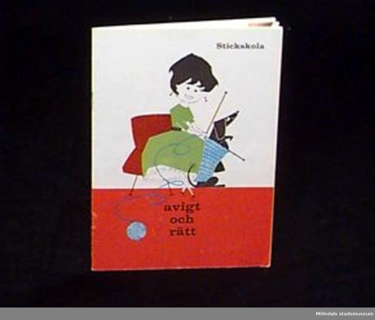 """""""Stickskola - Avigt och rätt"""". Omslag i rött, grönt, blått, svart och vitt, med en teckning av en flicka som stickar. Broschyr med instruktioner för stickning samt några stickbeskrivningar avsedd för skolungdom. På insidan en klisterlapp med Birgit Ekstrands namn och adress.Övriga uppgifter se 02643:1."""
