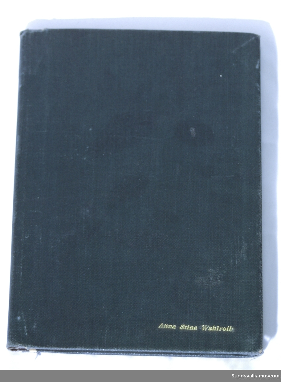 6 st. innbundna böcker med grönt omslag + 1 st. anteckningshäfte. Lärobok i franska
