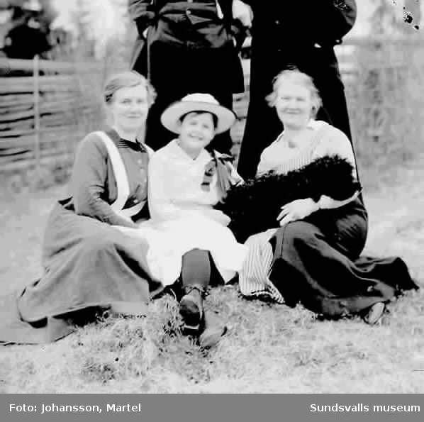 Ingeborg Muhr och systrarna Johansson 1919.