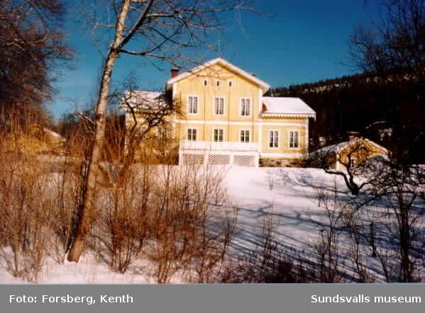 Silje gård, Selånger, (tidigare bl a gästgiveri) tingsställe inom Selångers tingslag 1904-1913. Interiör, exteriör.