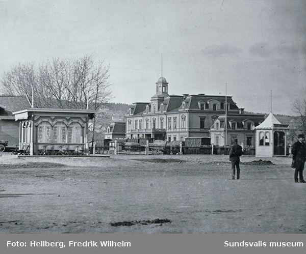Gamla järnvägsstationen från 1874, invid banan Sundsvall-Torpshammar.
