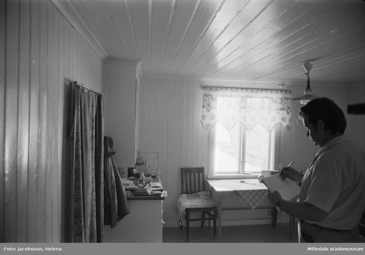 Roten L 13 i Mölndals Kvarnby. Lägenhetsinteriör från rotebostad. Kök.