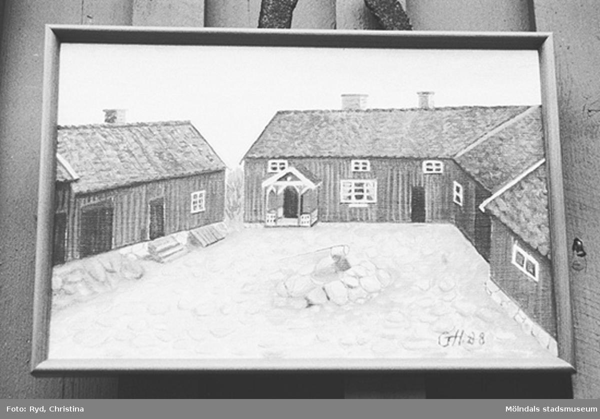 """""""Gåramålning"""" av Ranntorp 2:2 i Lindome. Tavlan finns i det gamla huset. Bilden är tagen 1991."""