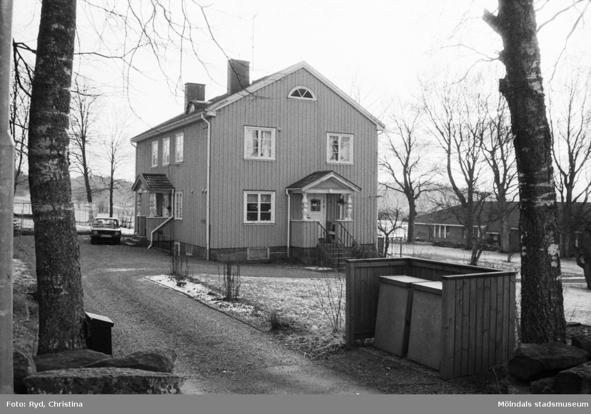 Kyrkskolans lärarebostad, väster om Sinntorpsskolan i Lindome, 1991.