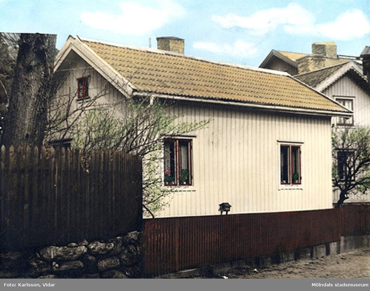 Ett bostadshus, Roten F26 i Trädgården.
