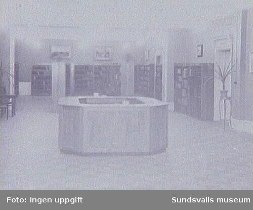 Interiör från Stadsbiblioteket, W 6-huset, Köpmangatan 15. Repro från originalfotografi tillhörande Sundsvalls Stadsbibliotek.