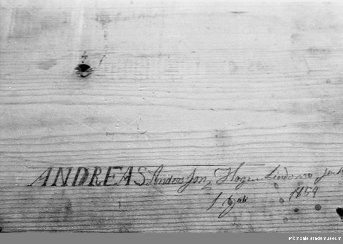 Signatur på Lindomemöbel.Andreas Anders Son, Hogen Lindome ------                1 jan (?) 1854