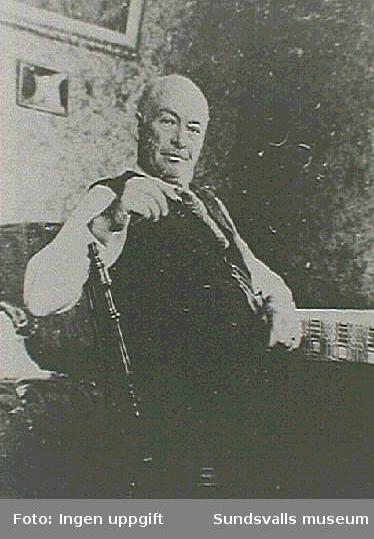 J R Sundström var redaktör för Medelpads Dagblad 1920-1921.