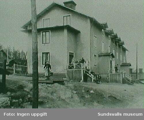 Gården längst till hö bodde maskinist Källman, fam Tage Östlund bodde här på 1920-och 30-talet.
