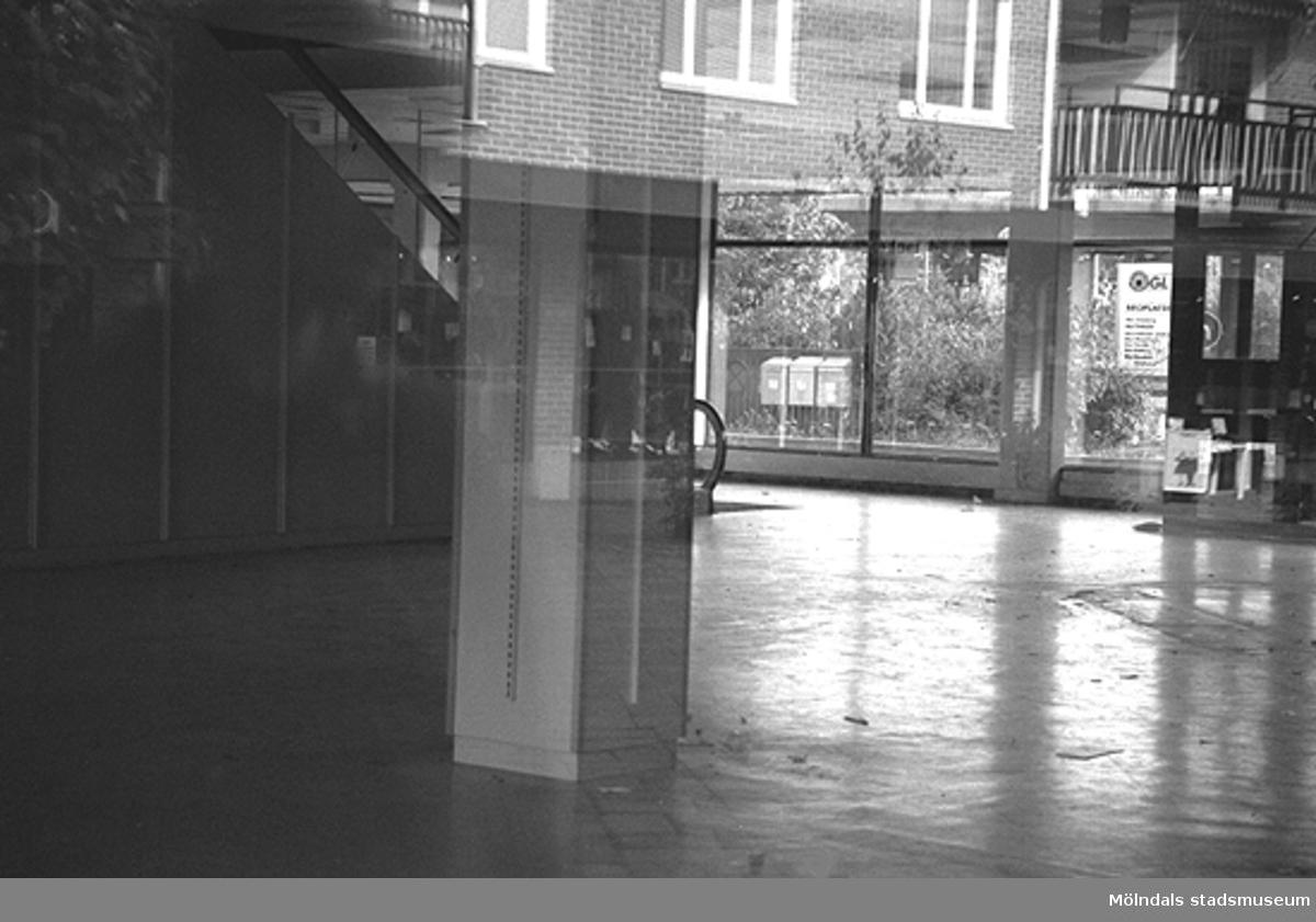 MMF1996:0991-1004 Kvarnbyskolan 9A grupp 5.MMF1996:1005-1018 Kvarnbyskolan 9A grupp 6.Se även MMF1996:0913-0940.